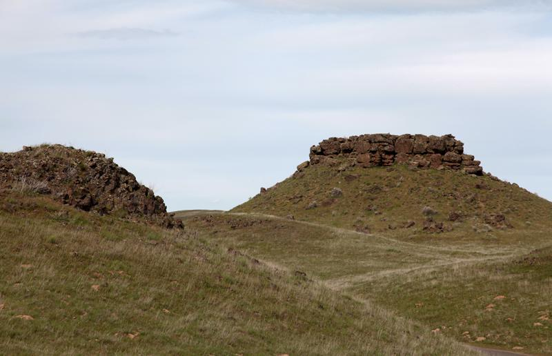 Basalt mounds near Palouse Falls in Eastern Washington, USA.
